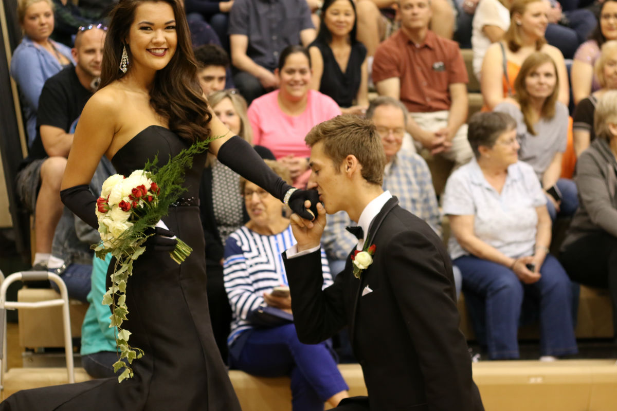 #1StudentNWI: April Flowers Bring Prom Flowers at Valpo High School