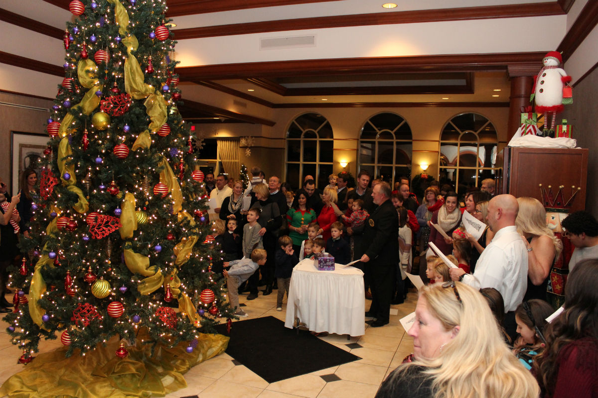 Sand Creek Country Club Kicks Off The Holiday Season With Their Annual Christmas Tree Lighting