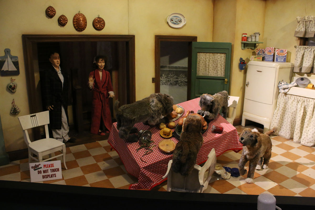 """I Double Dog Dare You to Visit the Indiana Welcome Center for the Annual """"A Christmas Story"""" Display"""