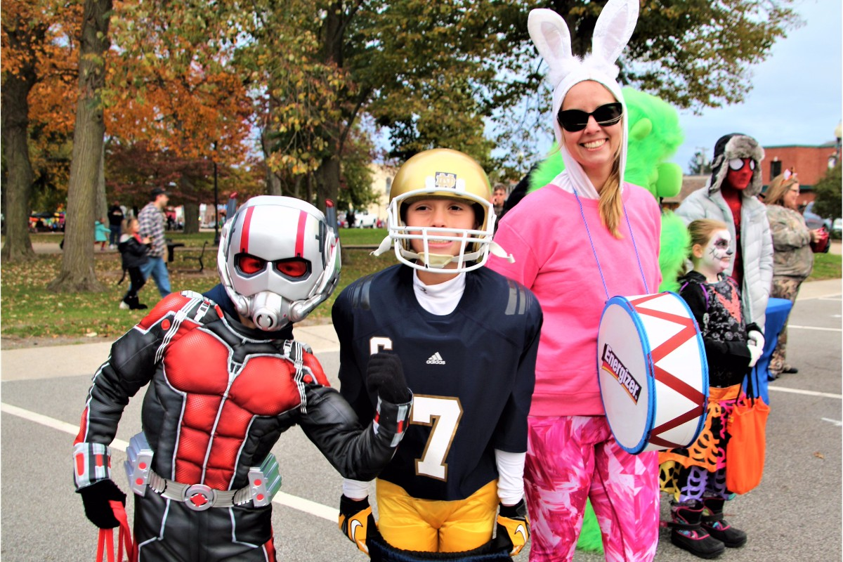 Duneland Chamber of Commerce Trick or Treat Downtown Transforms Chesterton for an Evening