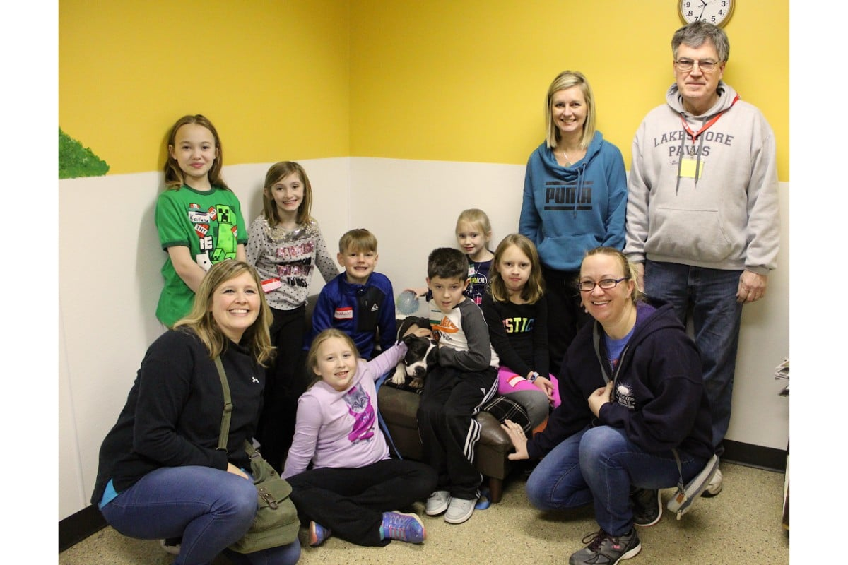"""Junior PAWS Show Some """"Puppy Love"""" to Homeless Dogs at Monthly Meeting"""