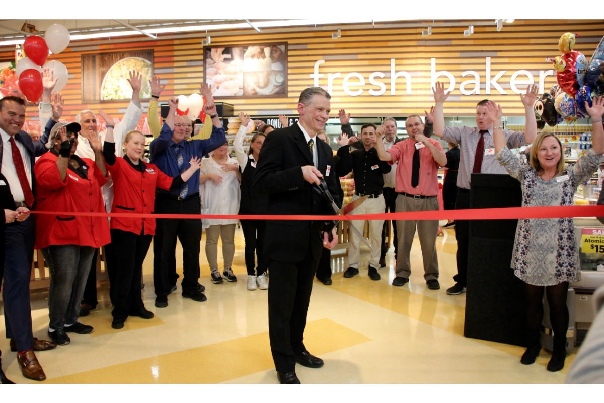 Portage Strack & Van Til Hosts Grand Opening to Celebrate New Location