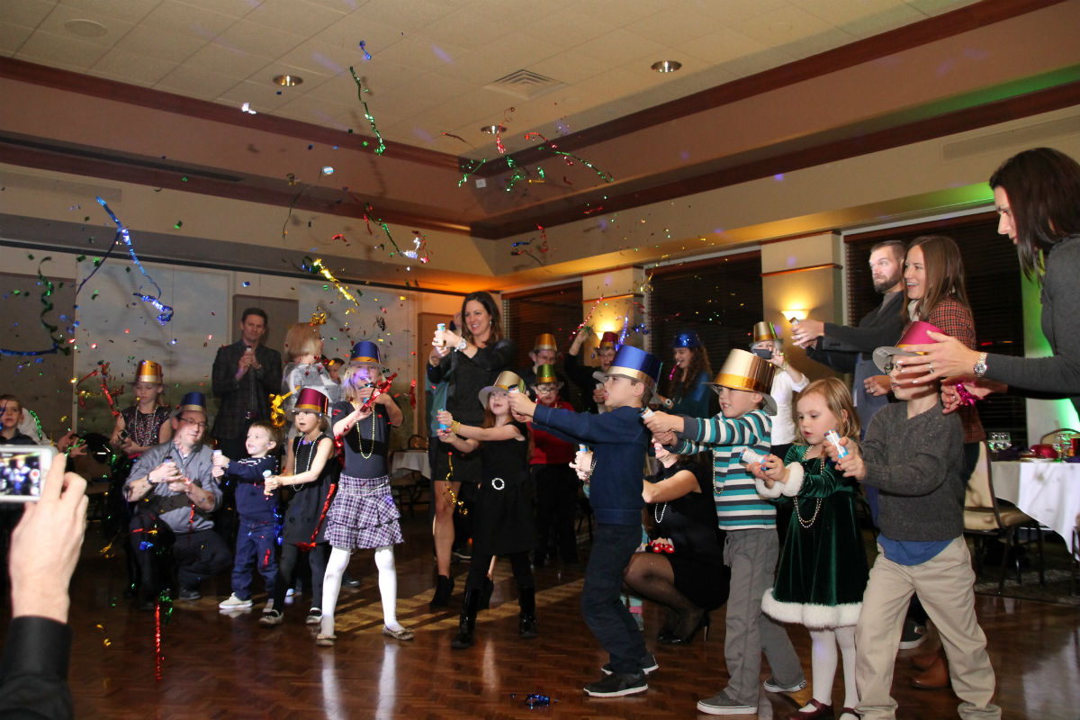 Sand Creek Country Club Rings in New Year With Family Celebration